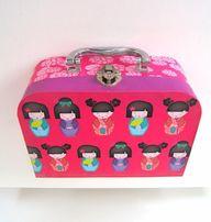 rozowy kuferek walizka ozdobna japonki matrioszki zestaw ozdobny