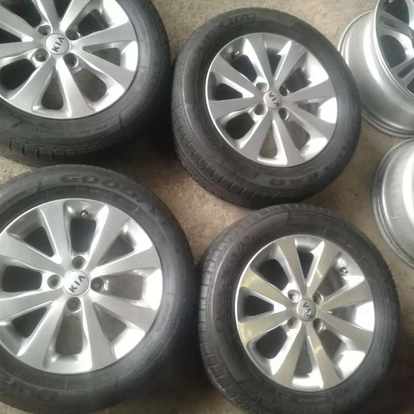 15 kiA rims with Goodyear tyres all clean