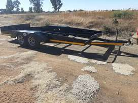 Double axle car lowbed/trailer.