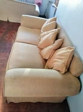 I'm selling my beautiful sofa