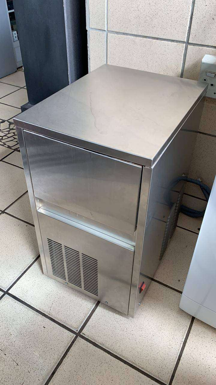 AUTOMATIC ICE MAKER 23KG 0