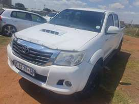 TOYOTA HILUX 4X4 FOR SALE AT VERY GOOD PRICE MANUAL