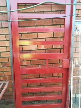 Buglur door 4 sale. As well as the window frame for sale.. Give an off