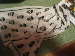 шарфик легкий шарф черепа белый с серым неширокий