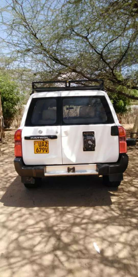 Am selling this Nissan patrol nice and strong car with all parts work 0