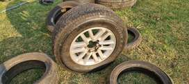 1 x 256/65R17 Toyota Hilux/Fortuner rim and tyre