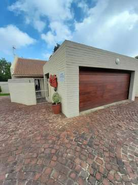 Apartment to rent if Ferndale,Long Avenue. R7700.