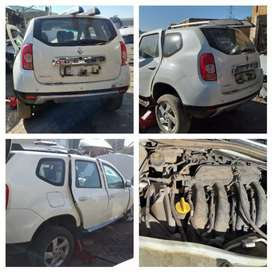 Stripping Renault Duster Car Spare Parts