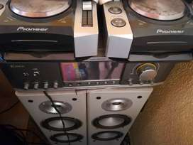 Pioneer CDJs pro CD mixing pitched controls