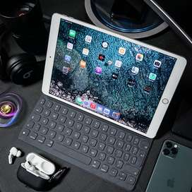 IPAD PRO 10.5 INCH 64GB WIFI + CELL AND Smart Keyboard