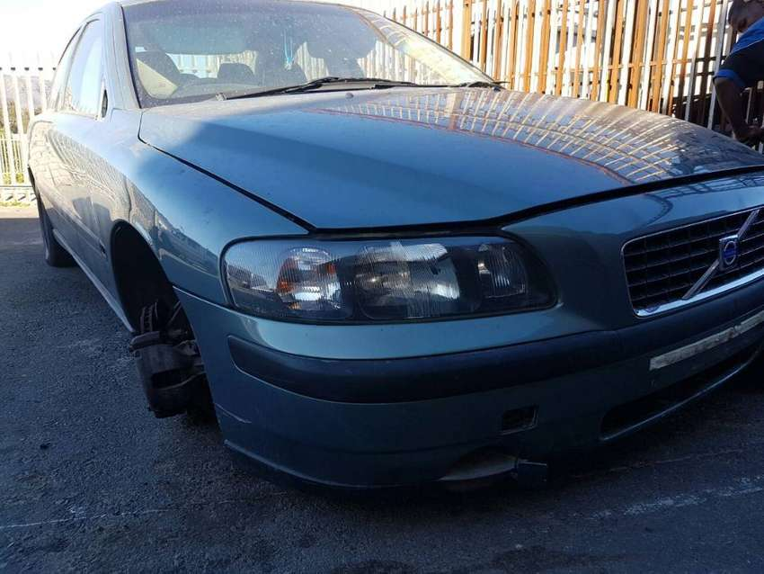 Volvo S60 2004 spares for sale. 0