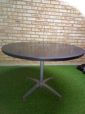1.2 diameter round table with metal frame