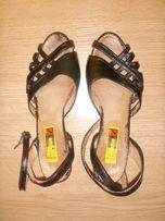 Czarne letnie buty skórzane sandałki