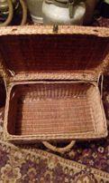 Старинный сундук-чемодан из лозы.