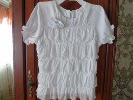 Продам нарядную блузку для девочки