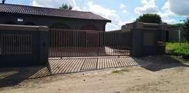 A beautiful 10 room House for sale in Phelindaba