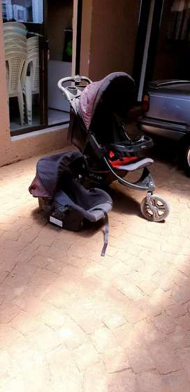 Bounce 3 wheel stroller with car seat