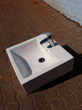 Solo Ceramic Wash Basin with hausgrohe faucet