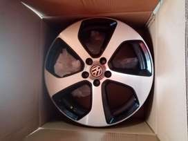 2 Golf 7 gti original rims (18) with nuts and nuts cover