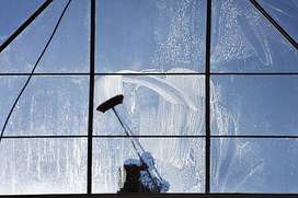 WINDOW CLEANERS FOR HOMES  AND BUSINESS HOUSES