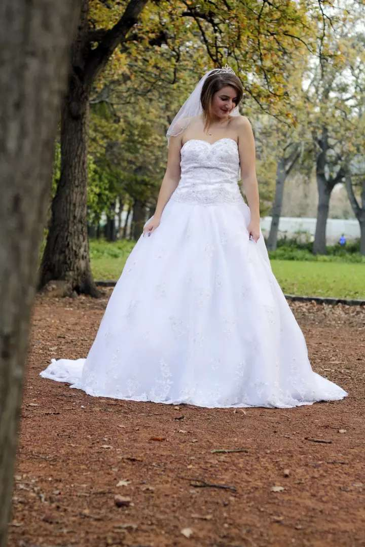 Stunning wedding gown for sale 0