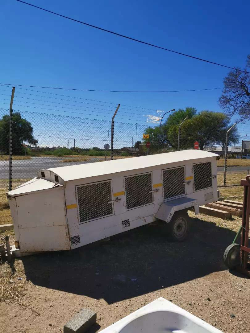 Greyhound trailer 0