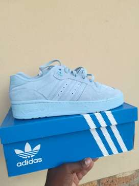 Rivalry Low Adidas