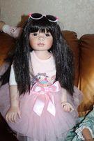 .Продам красивую фарфоровую куклу