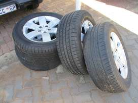 """4 X CHEV CAPTIVA RIMMS AND TYRES 17"""""""