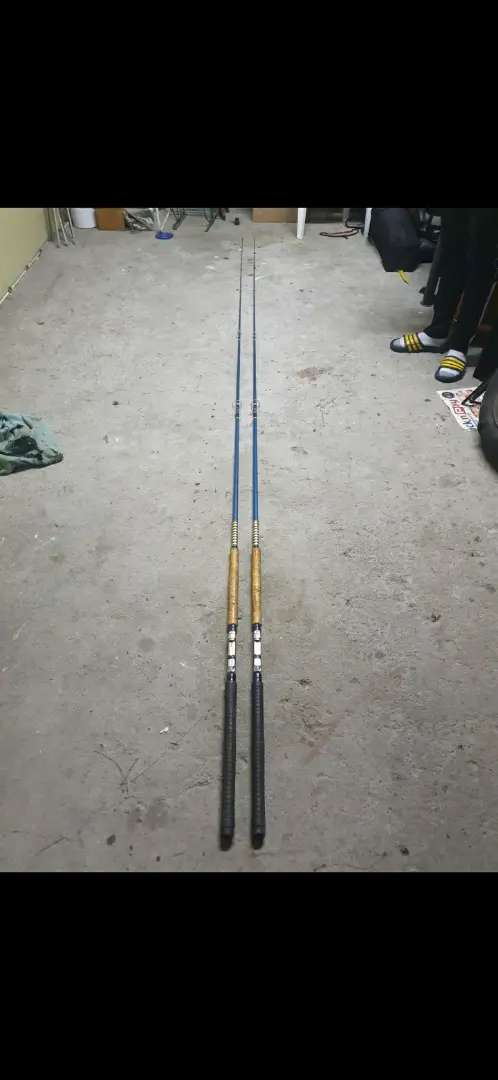 (X2) Vintage fishing rods in excellent condition 0