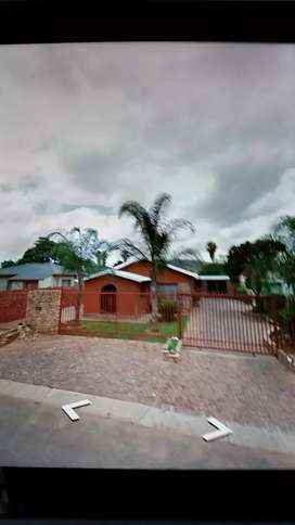 Booysens 3bed house with 3 Outerbuildings & Thatch roof Rondawal