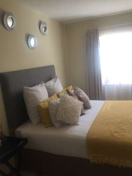 Looking for female to share apartment Bedroom is en-su @fountain view