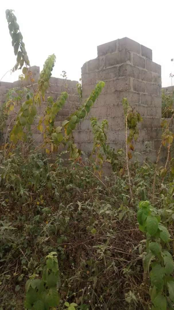 A Plot of Land with uncompleted building 0