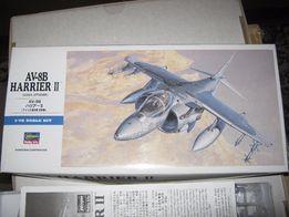"Сборная пластиковая модель самолёта AV-8B (фирма ,, Hasegava"")."