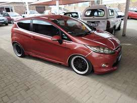 Ford Fiesta 1.6 sport with extras