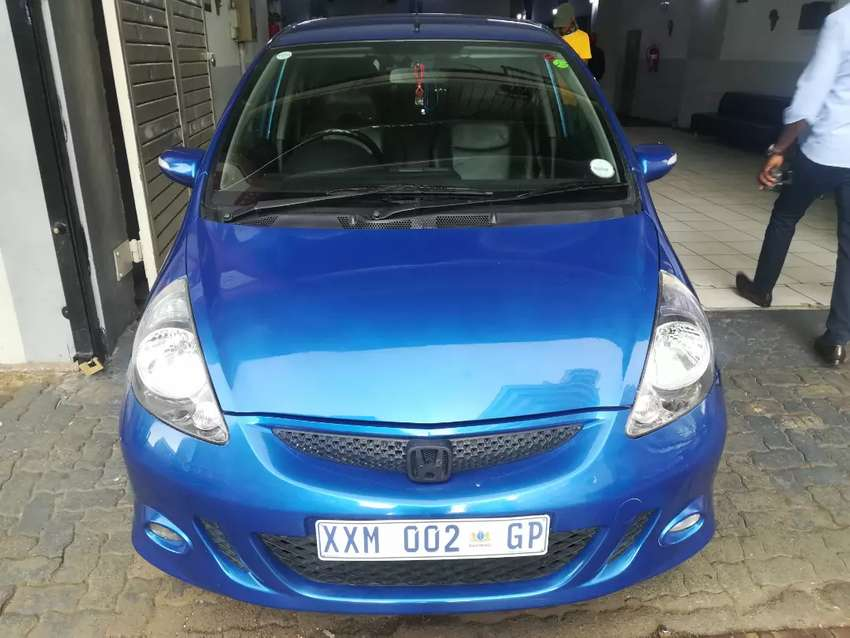 HONDA JAZZ FOR SALE AT VERY LOW PRICE MANUAL