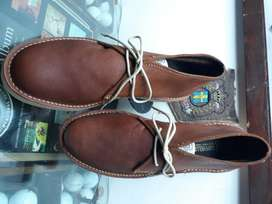 brand new genuine leather size13 chukka boots