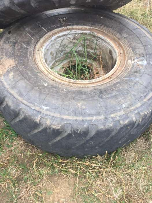 Tyres 20.5R25 with Rims 0
