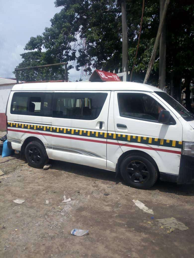 Sharp and Reliable Toyota Hiace Bus for Sale 0