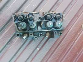 Ford V 4 head cylinders