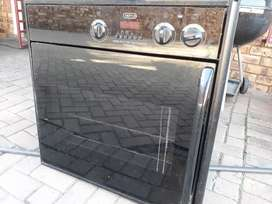 Defy oven and 2x hob (all for R650)