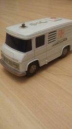 Model Mercedes ambulans Made in Japan