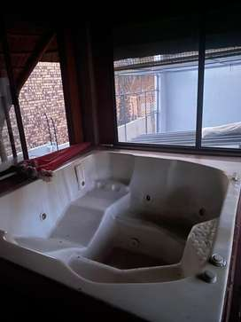 6 seater Jacuzzi with pump