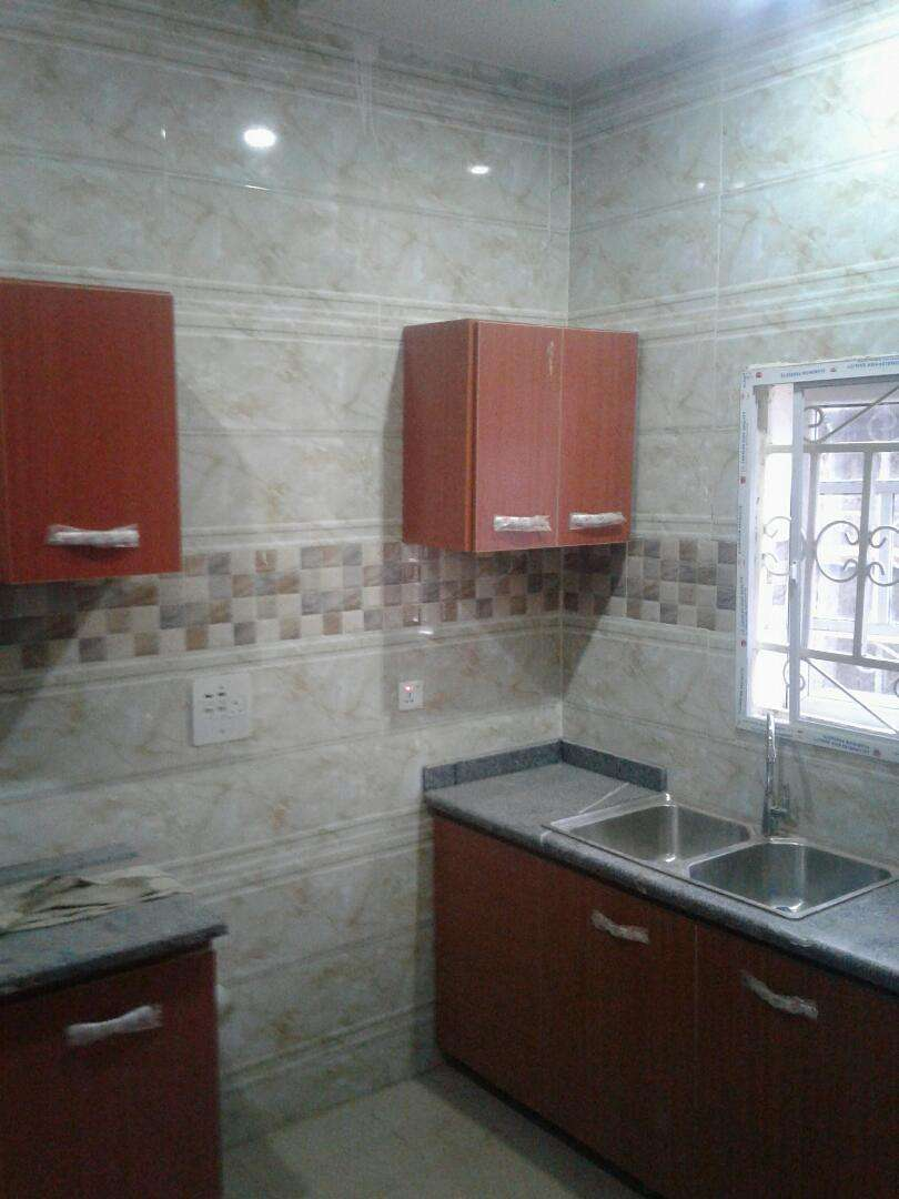 3 bedroom flat for rent good environment pay and park in 0