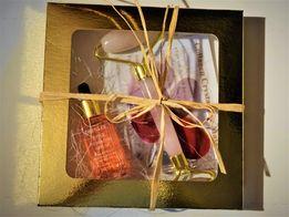 zestaw prezentowy przeciwzmarszczkowy roller+serum różane+płatki