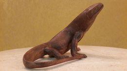 Прекрасная фигура дракона Комодо из дерева пальмы
