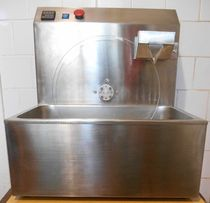 Машина для темперирования (плавления) шоколада с объемом до 20 литров.