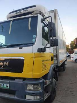 8 ton closed body truck available for hire