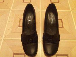 Туфли женские чёрные на танкетке