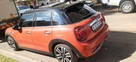 MINI COOPER S AVAILABLE IN EXCELLENT CONDITION WITH DOUBLE SUN ROOF